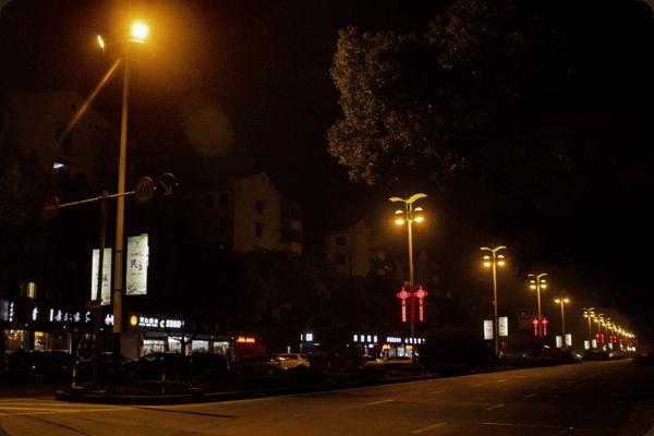 路灯照明关系夜晚出行安全